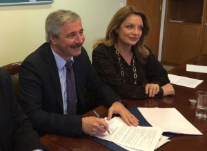 Environment minister Ioannis Maniatis approved the terms for the construction of the first waterway in Greece on the Ionian island of Corfu. Deputy Culture and Sports minister Angela Gerekou was also present at the meeting.
