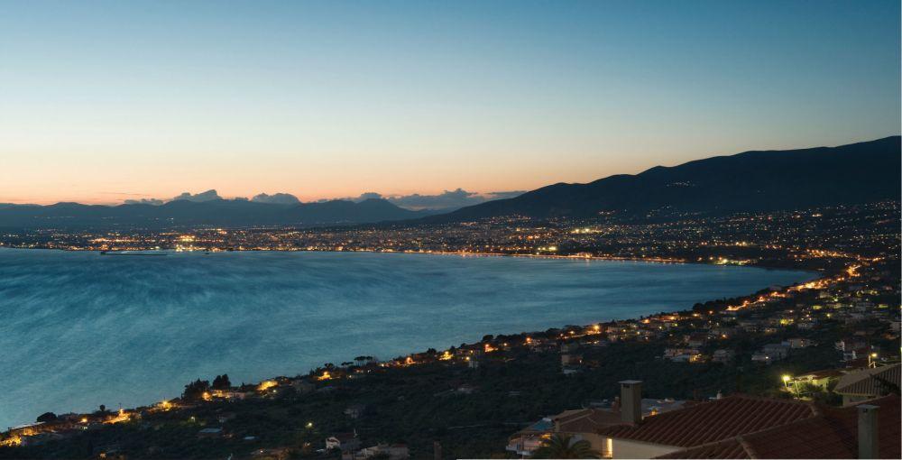 Kalamata town by night. Photo © Facebook - ΟΙ ΟΜΟΡΦΙΕΣ ΤΗΣ ΕΛΛΑΔΑΣ ΜΑΣ