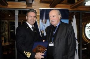 The Captain of the MSC Sinfonia, Pietro Scarpato, with the president of the Piraeus Port Authority, Giorgos Anomeritis. Photo source: OLP