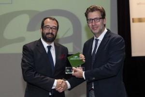 Pakis Papadimitriou, Manager Corporate Quality at AIA, receives the award from Akis Scherzo, EEDE Director General.