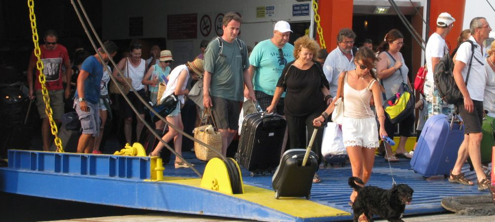 Greek Ports See Thousands of Travelers for Easter 2019