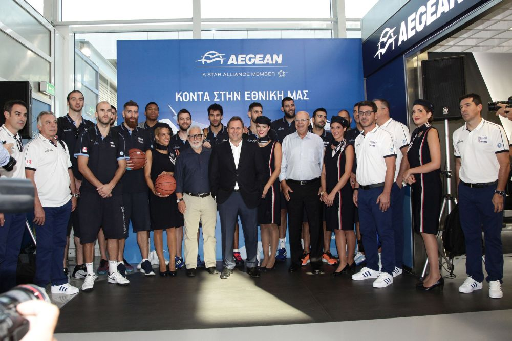 AEGEAN's vice president, Eftychios Vassilakis (center) and the players that will represent Greece at the Eurobasket tournament, before their departure for Zagreb.