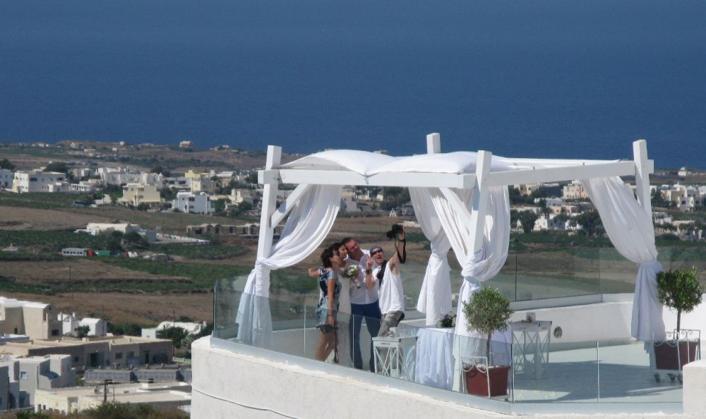 Santorini, Greece, is one of the most popular wedding spots for Chinese couples.