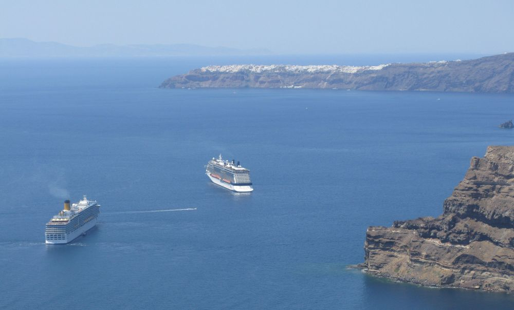 Cruise Santorini