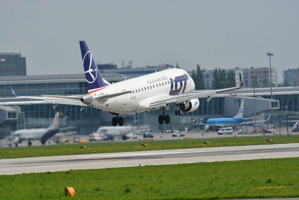 LOT_Embraer170_fot_Jacek_Bonczek+(2)