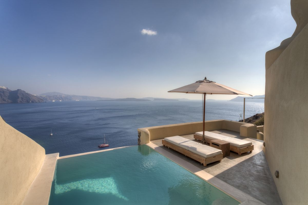 Santorini s mystique named ne of the 39 10 most beautiful for Top hotels griechenland