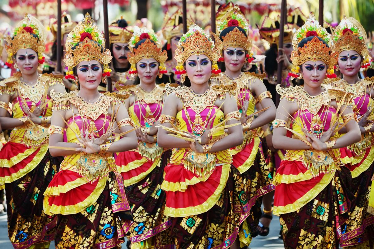 indonesia tradition Alfonsa horeng: weaving the future to preserve indonesia's ancient textile tradition winner of the 2018 promoting women's empowerment award.