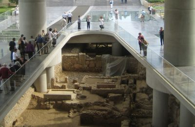 A city under the city: Excavation at the Acropolis Museum Photo: © Wikimedia Commons