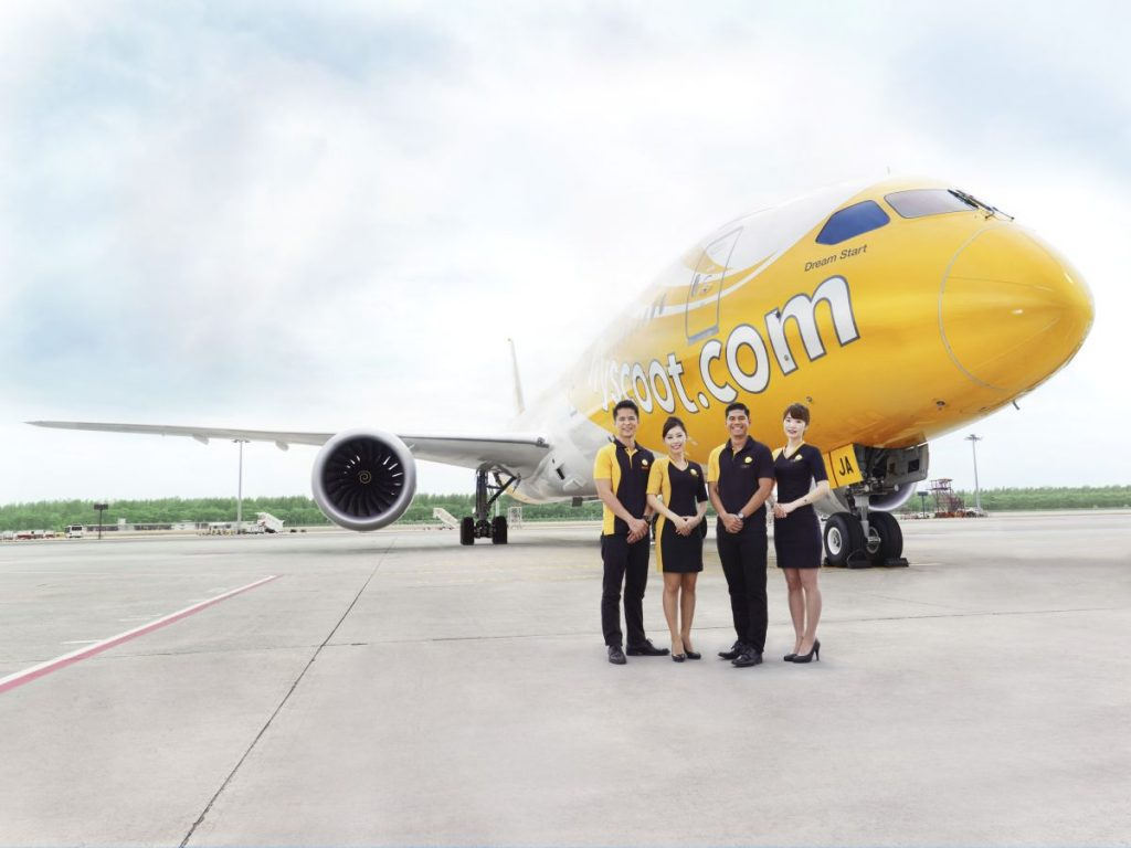 scoot-787-with-crew