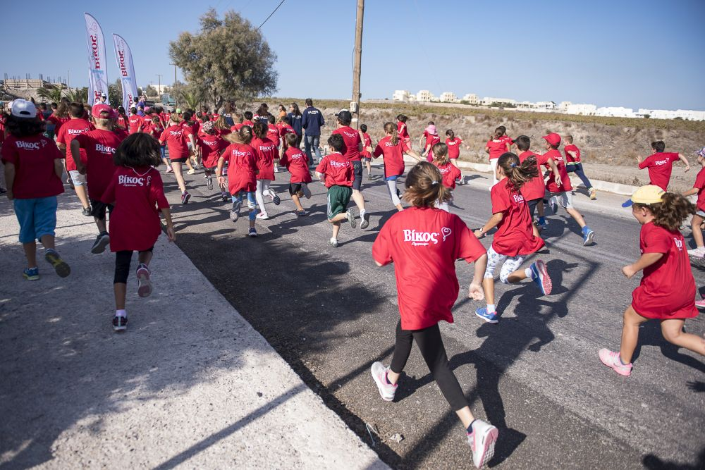 Students running race of 1km in Santorini Experience 2016 Photo © Vangelis Patsialos
