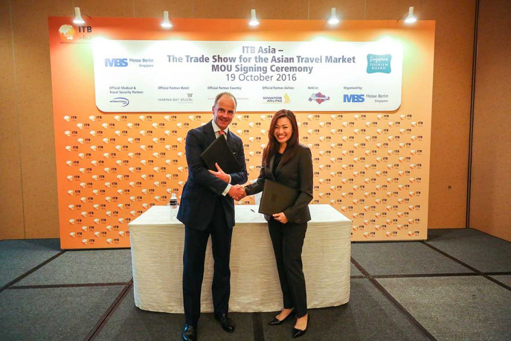 ITB Asia 2016 - Dr. Christian Goke, CEO, Messe Berlin GmbH and Ms. Melissa Ow, Deputy Chief Executive of the Singapore Tourism Board at the MOU Signing Ceremony