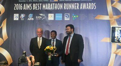 Haile Gebrselassie receiving the 2016 AIMS Lifetime Achievement Award.