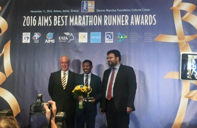 Haile Gebrselassie receiving the 2016 AIMS Lifetime Achievement Award.