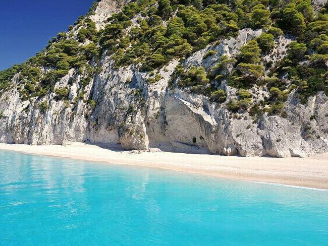 Egremni Beach. Photo © Facebook - ΟΙ ΟΜΟΡΦΙΕΣ ΤΗΣ ΕΛΛΑΔΑΣ ΜΑΣ