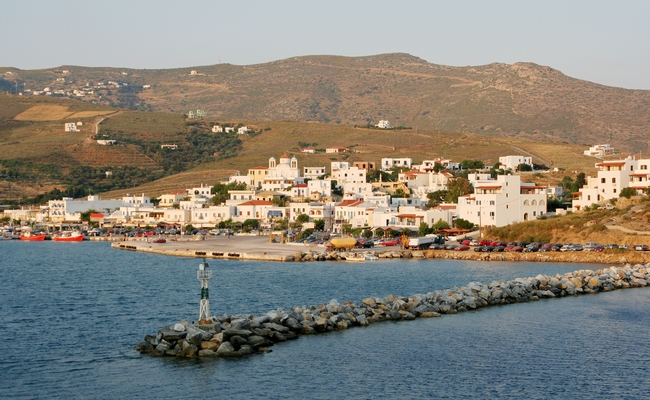 Gavrio, Andros. Photo © Georgios Alexandris / Shutterstock