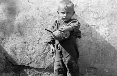 Refugee child, Nelly's - Benaki Museum, photo archive.