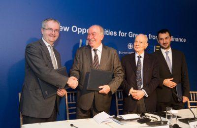 """Loans for SMEs and MidCaps"" programme - Jonathan Taylor, EIB vice president and Nikos Myrtakis, vice president Pancretan Cooperative Bank. Copyright: EIB"