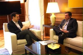Prime Minister Alexis Tsipras in discussion with Athens Mayor Giorgos Kaminis.