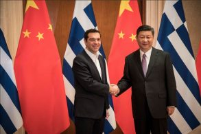Greek PM Tsipras with China's president, Xi Jinping. Photo source: @PrimeministerGR