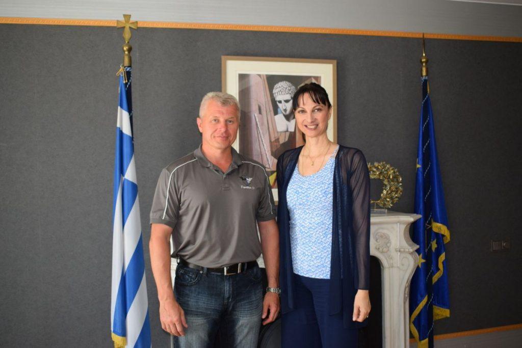 Russian cosmonaut Oleg Novitskiy and Greek Tourism Minister Elena Kountoura.