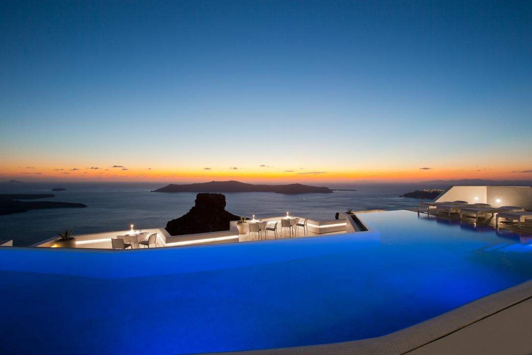 Grace santorini a pool a sunset paradise gtp headlines for Grace hotel santorin