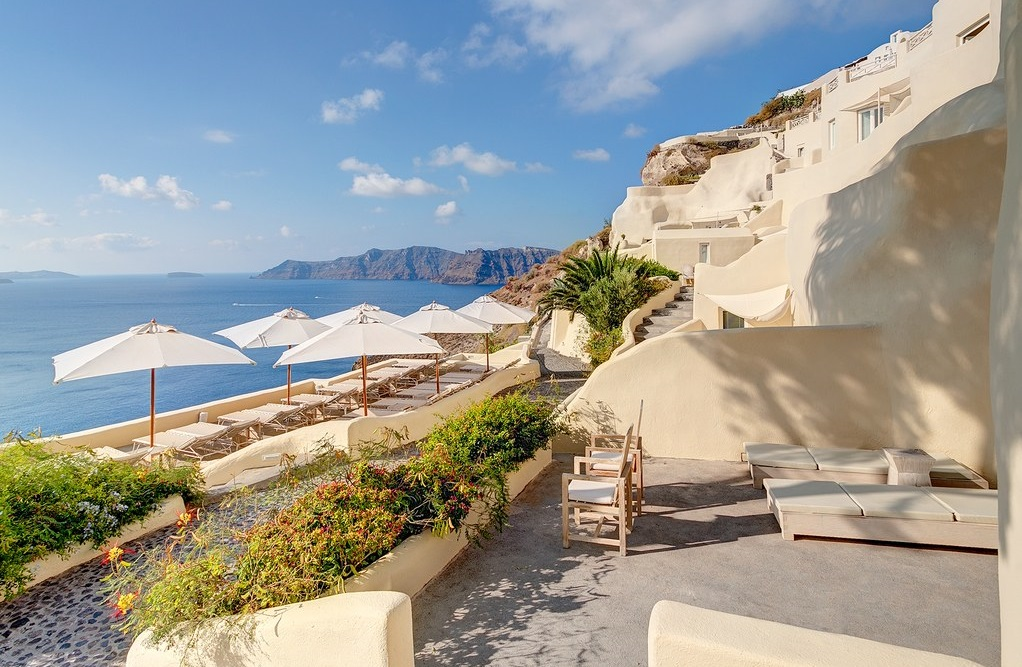 Santorini s mystique and vedema among top hotels in for 20 best hotels in the world