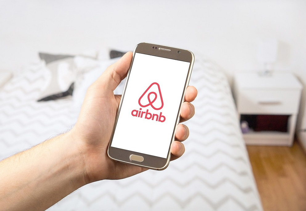 Morgan Stanley Says Airbnb Momentum in US, Europe Slowing