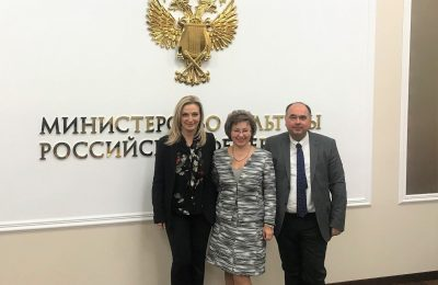 Vice-president of the Greek National Tourism Organization (GNTO) Angeliki Chondromatidou; director of the Tourism and Regional Policy Department - Culture Ministry of Russia Olga Yarilova; head of the GNTO office for Russia and CIS Polykarpos Efstathiou.