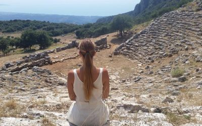 The ancient theater of Kassopi is included in the Cultural Route of Epirus, a project run by the Diazoma organization. Photo Source: @Diazoma