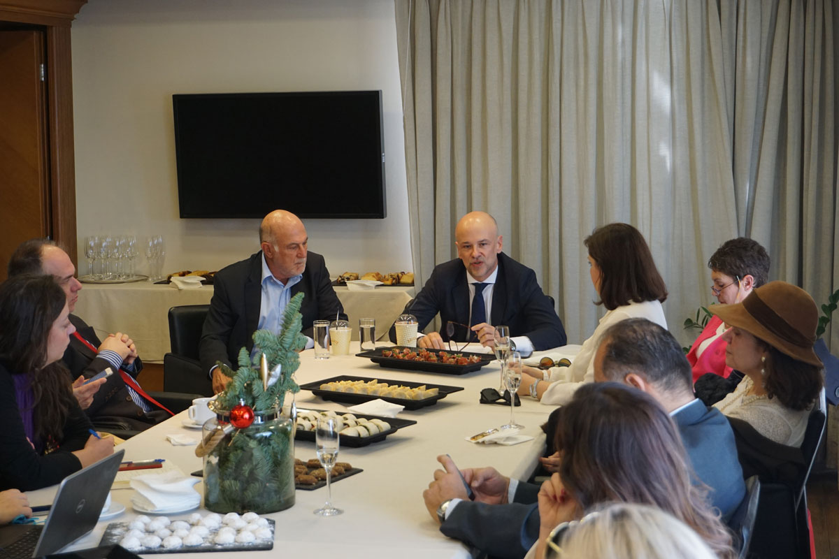 Greek Tourism Confederation (SETE) President Yiannis Retsos speaking to journalists during SETE's annual Christmas press gathering.