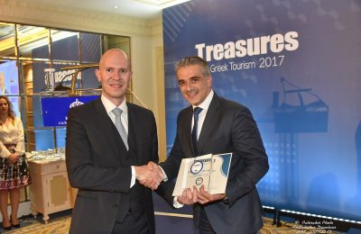 Creta Maris Beach Resort general manager Nikos Vlassiadis received the award from Sani Resort sales and marketing manager Antonis Avdelas.