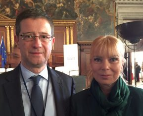 Secretary General George Tziallas with European Commissioner Elzbieta Bienkowska, responsible for the internal market, industry, entrepreneurship and SMEs.