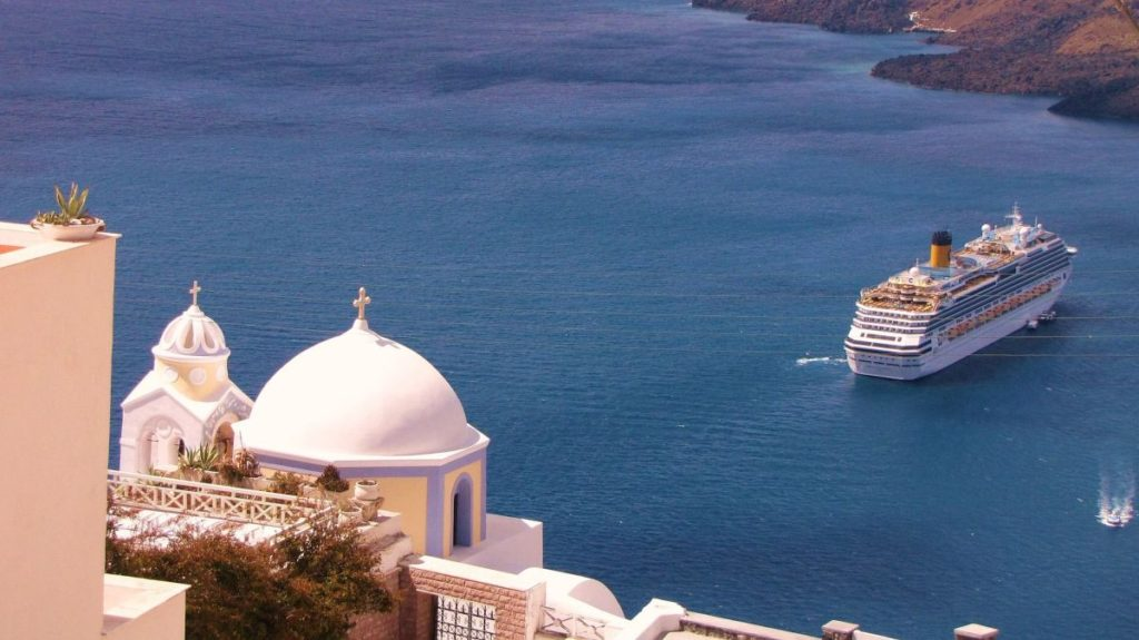 Santorini came in fourth on the list of top ten Greek cruise destinations in 2017, dropping from second place in 2016.