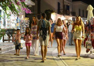 Tourists on Antiparos. Photo by Maria Theofanopoulou