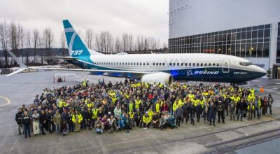 Renton employees celebrate the MAX 7 rollout. Photo Source: https://randy.newairplane.com (Marian Lockhart)