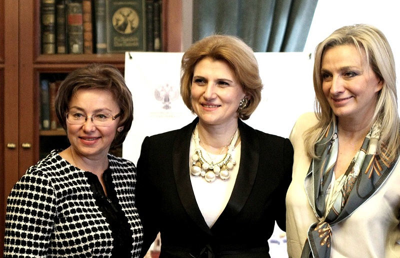 The vice president of the Greek National Tourism Organization (GNTO), Angeliki Chondromatidou (R), with the director of the Department of Tourism and Regional Policy of the Ministry of Culture of the Russian Federation, Olga Yarilova (L).