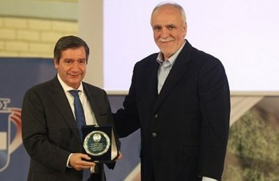 Athens Mayor Giorgos Kaminis and SEGAS secretary general Vasilis Sevastis.