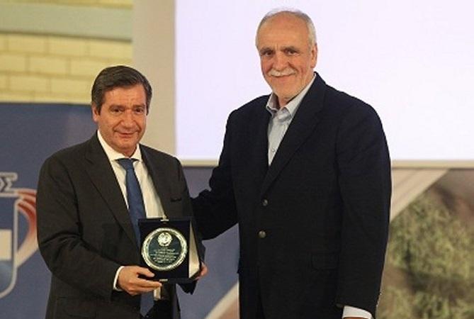 Athens Mayor Giorgos Kaminis and SEGAS secretary general Vasilis Sevastis.