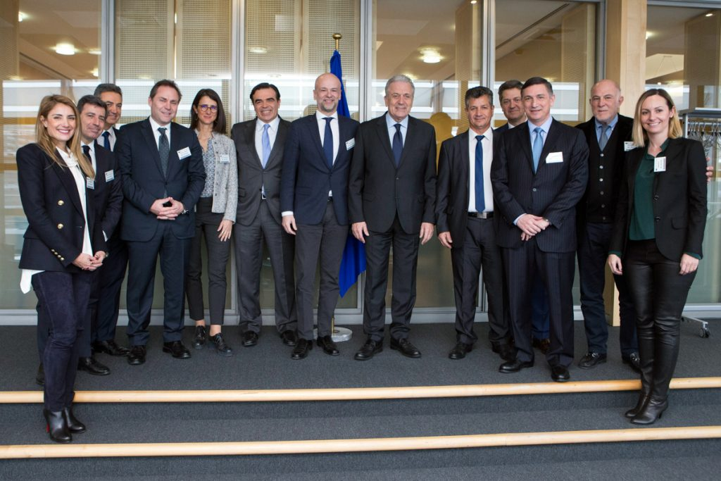 SETE delegation with Dimitris Avramopoulos, European Commissioner for Migration, Home Affairs and Citizenship and Margaritis Schinas, European Commission spokesman. Photo credit: European Commission