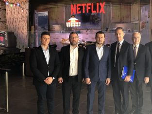 Digital Policy Minister Nikos Pappas visited the studios of Paramount in efforts to attract US producers to film in Greece.