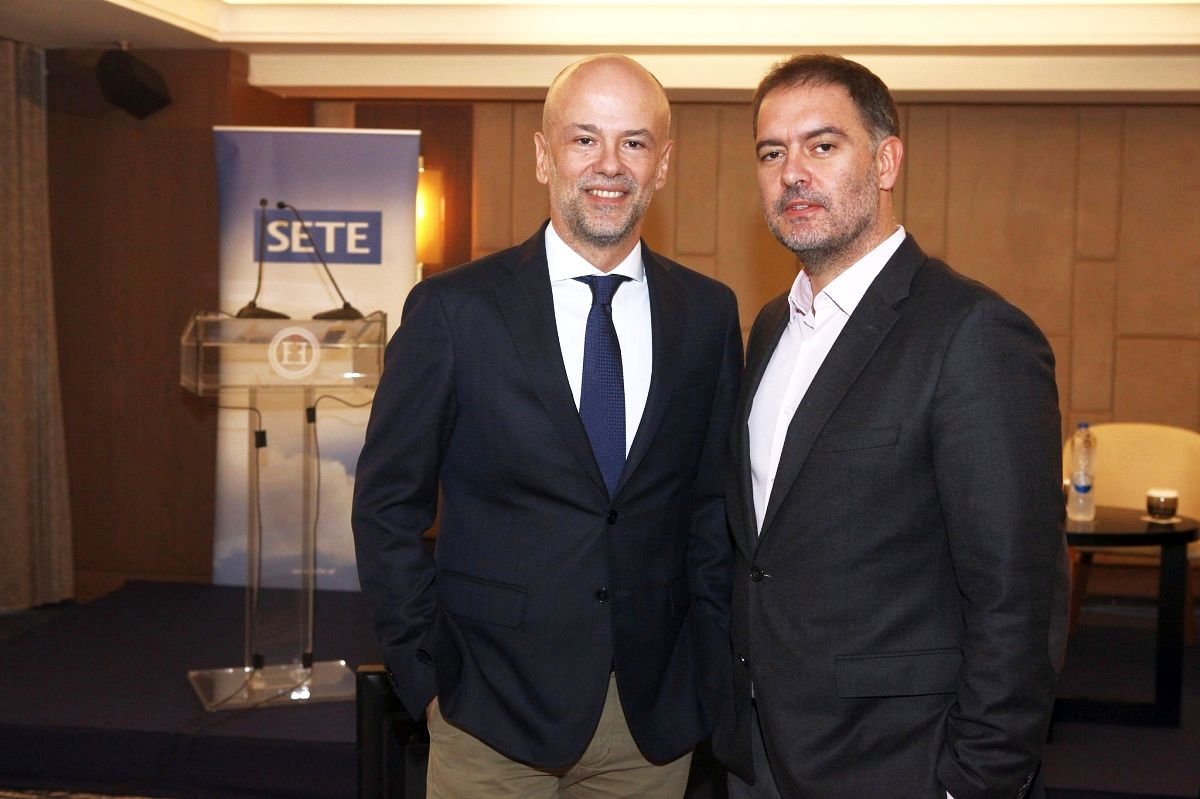 Greek Tourism Confederation (SETE) president Yiannis Retsos and Hellenic Chamber of Hotels (HCH) president Alexandros Vassilikos. Photo Source: SETE