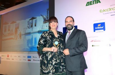 HotelBrain CEO Ioannis Liakopoulos and Mr & Mrs White Paros New Style Hotel Nafsika Kouzeli.