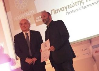 HotelBrain's Panos Paleologos receives the Greek Hospitality Personality honorary distinction.