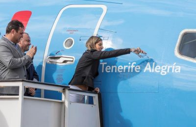 Michelle Alonso Morales, a 24-year-old swimmer born in Tenerife, is the Godmother of TUI's new Boeing 737 MAX.