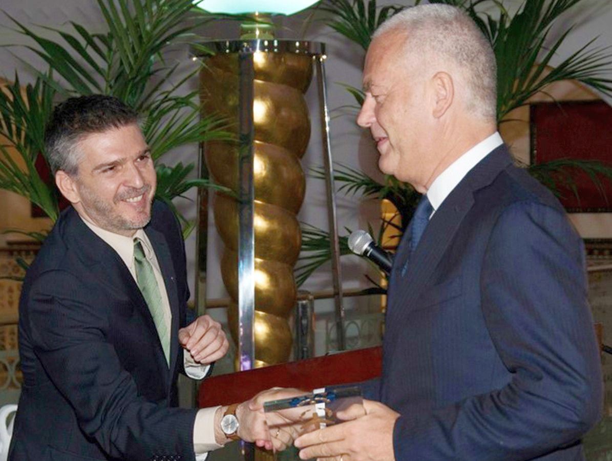 Lampros Demertzis, managing editor of Air Transport News with Thierry Antinori, executive vice president and chief commercial officer of Emirates at the 2018 Air Transport Awards.