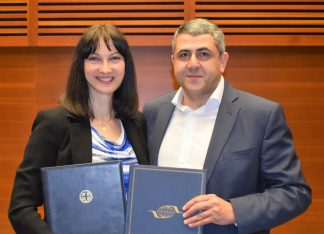 Archive photo of Greek Tourism Minister Elena Kountoura and UNWTO Secretary-General Zurab Pololikashvili.