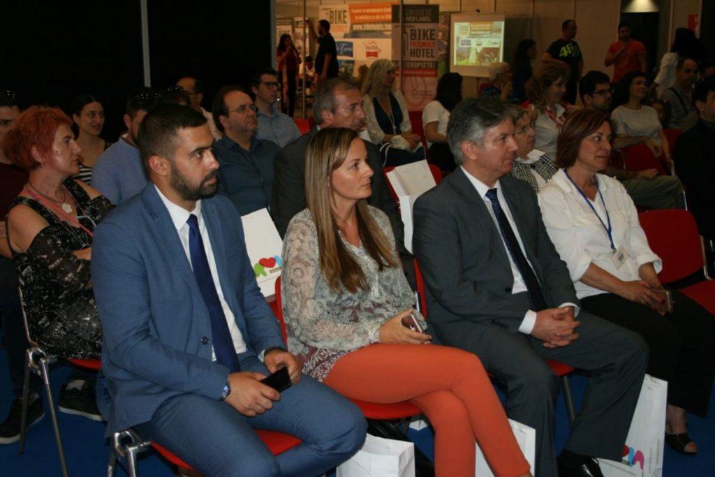 Από αριστερά προς δεξιά: ο εκπρόσωπος της Πρεσβείας της Δημοκρατίας της Σερβίας στην Ελλάδα κύριος Nemanja Dikovic, η εκπρόσωπος ΕΟΤ Σερβίας και υπεύθυνη για την Ελληνική αγορά κυρία Tamara Raskovic, ο Αντιδήμαρχος Σερρών και υπεύθυνος Ανάπτυξης, Αγροτικής Οικονομίας και Τουρισμού κύριος Παναγιώτης Γρηγοριάδης και η εκπρόσωπος της Διεύθυνσης Τουρισμού Δήμου Ρόδου κυρία Αναστασία Σαββιού.