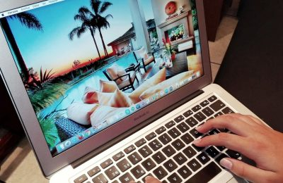 laptop booking holidays
