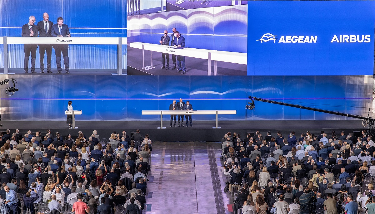 AEGEAN Chairman Eftichios Vassilakis, the company's CEO Dimitris Geroyiannis and Airbus Chief Executive Officer Tom Enders sign the agreement.