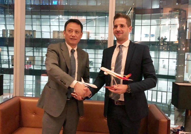 Wang Liya, Vice Chairman and President of Hong Kong Airlines and Michael Strassburger, vice president of commercial and industry Affairs at EL AL signed the codeshare agreement.